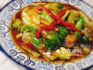 美味素菜之蚝油生菜,加入水淀粉勾汁出锅