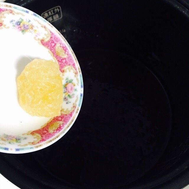 软糯香甜黑米粥~电饭锅版,煮熟后加入黄冰糖