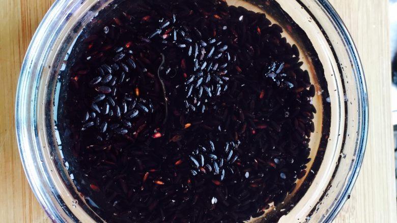 软糯香甜黑米粥~电饭锅版,黑米清洗干净
