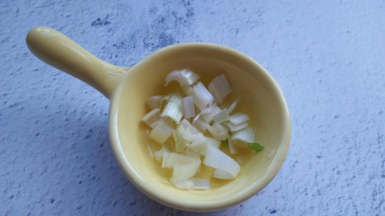 尖椒丝炒鸡蛋,切葱花