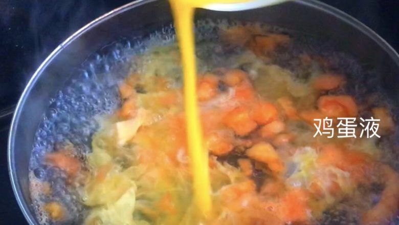 番茄蛋花汤,均匀撒入锅内成蛋花