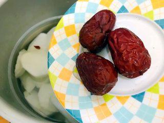 暖冬系列~滋补养生之红枣枸杞萝卜大骨汤,入大红枣