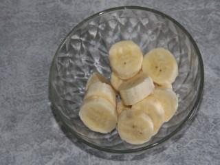 猕猴桃香蕉奶昔,香蕉切片