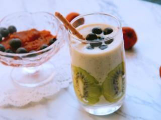 猕猴桃香蕉奶昔,营养又美味的奶昔做好了