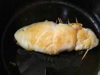 鸡肉卷,电饭锅必须用智能型的,按快煮等它自动跳掉就完成了,中间要不停翻面