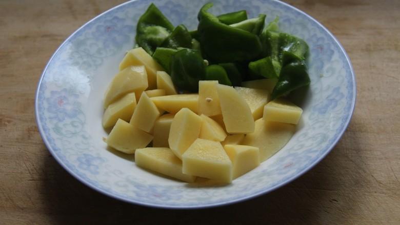 地三鲜,土豆青椒切块