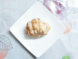 小米南瓜百合银耳粥,我买的新鲜的百合,这种煮出来很粉,也不苦,没有任何的异味,口感比干的百合好!有条件买的到新鲜的最好买这种!