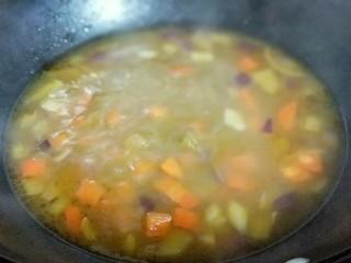 #一碗面#咖喱乌冬面,大火烧开,至咖喱融化。