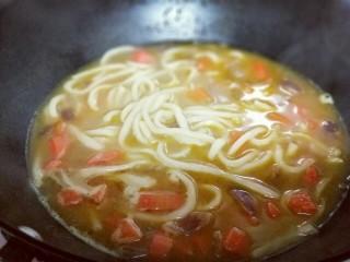 #一碗面#咖喱乌冬面,煮2-3分钟即可关火。