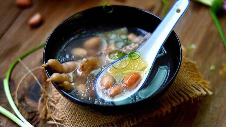花生鸡脚汤