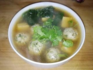 肉丸豆腐菠菜汤,撒点香菜