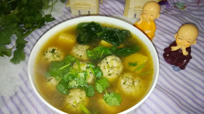 肉丸豆腐菠菜汤