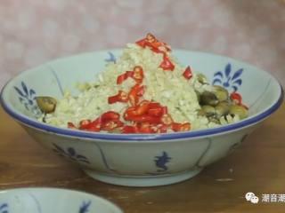 潮汕腌蚌,❥ 沥干水后,将辅料依次倒入沙蚌中,搅拌均匀