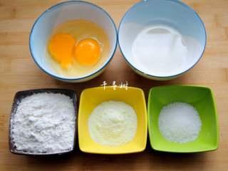 香浓蛋奶黄金豆,称量配方所需的鸡蛋、植物油、低筋粉、奶粉和白砂糖。