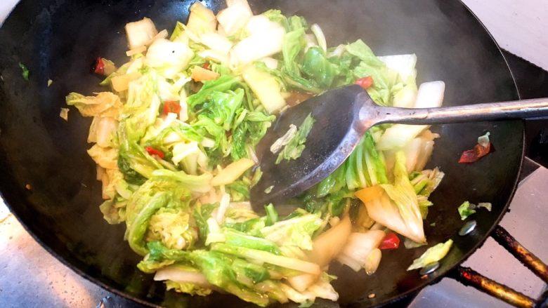 酸辣白菜,翻炒均匀