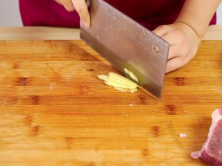 开胃菜*薄荷水煮牛肉,生姜切片