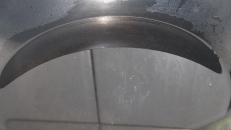 花椒蒸梨,锅里放适量的水