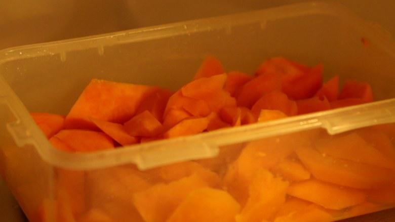 微波炉美食+微波炉版红薯馅料,放入微波炉中,每打2分钟,拿出来翻翻。