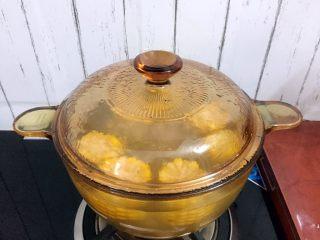 冬瓜玉米排骨汤,转小火炖煮一小时