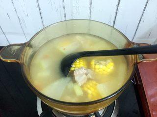 冬瓜玉米排骨汤,搅拌均匀即可