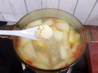冬瓜玉米排骨汤,加入鸡精