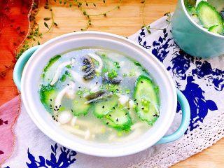 白玉翡翠➕黄瓜白玉菇皮蛋汤