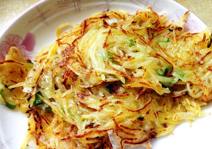 土豆饼,两面都煎至金黄就可以出锅了。
