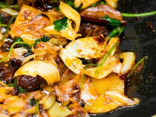 风干羊肉火锅,炒好的底料。