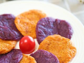 9m+藜麦薯饼(宝宝辅食),藜麦紫薯饼按照同样的操作就可以哈~放到温热就可以给娃吃啦,比较小的宝宝可以切小一点吃哈~