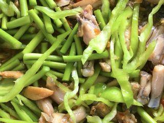 爆炒香辣牛蛙➕馄饨清汤,再放蒜苔,青椒
