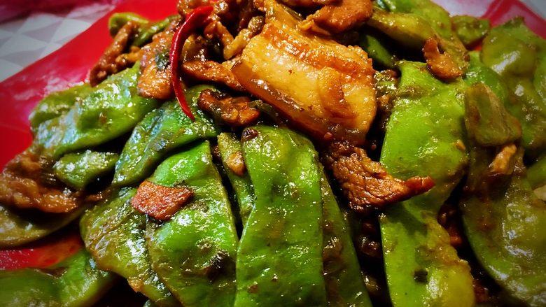 东北那疙瘩的美食之●五花肉炖东北油豆角