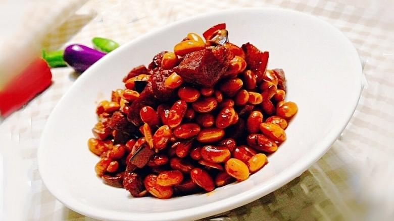 五花肉焖黄豆