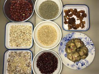 腊八必吃食谱之杂粮甜粥,是准备各种粗粮