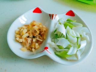 五花肉焖黄豆,葱姜切小