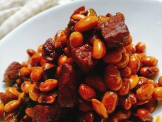 五花肉焖黄豆,收汁出锅