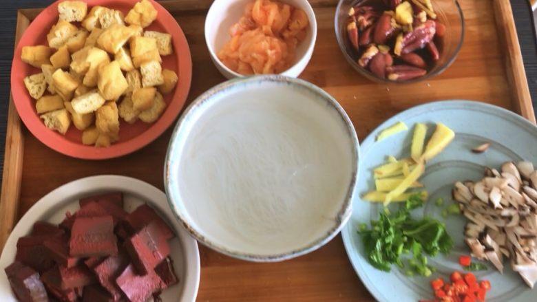 鸭血粉丝汤,准备好所有食材