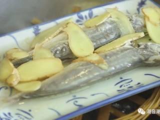 潮汕巴浪鱼饭,❥ 10分钟后,掀开锅盖,成品完成