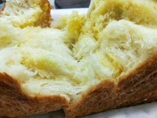 椰蓉吐司面包,拉丝,香甜。满足(^_^)