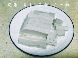 浅湘食光&咸蛋豆腐,豆腐切小块