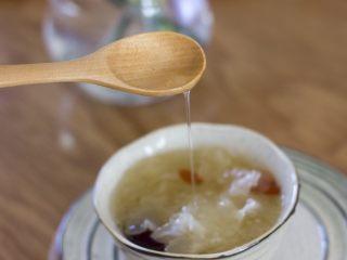 糯糯的银耳红枣汤,美味的银耳羹,希望你也会喜欢!