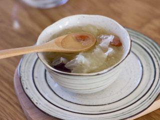 糯糯的银耳红枣汤,粘稠看得见哦!
