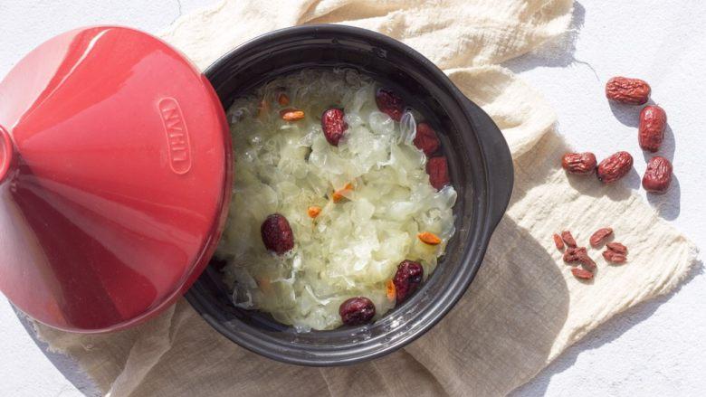 糯糯的银耳红枣汤