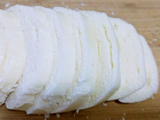 松软馒头烙饼,馒头切片