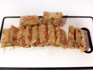 广式茶点-香煎萝卜糕,用刀切块