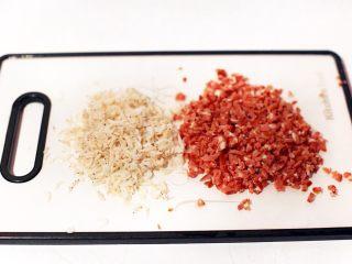 广式茶点-香煎萝卜糕,虾米洗净,红肠切细碎丁