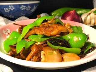榛蘑炒辣椒,因为榛蘑本身鲜美无比,所以无需加鸡精或者味精。