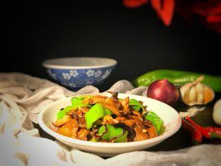 """榛蘑炒辣椒,美美的开始享用吧,美味无外乎""""山珍""""海味。"""