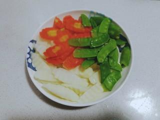 时令营养炒三蔬,把三种蔬菜混合装盘