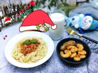 番茄肉酱意大利面+虾仁+烤肠,开吃了呦~营养美味的西餐。