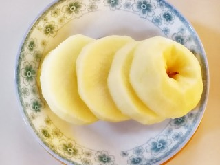 苹果甜甜圈,切成如图的薄片,我一个苹果切了五片